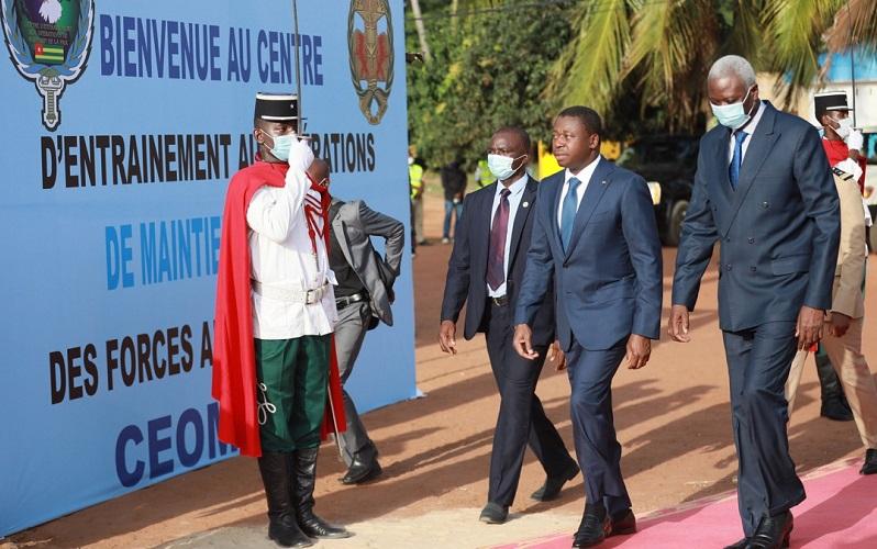 Le chef de lEtat malien felicite les FAT pour leur professionnalisme