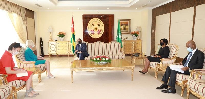 Entretien entre le Chef de lEtat et le nouvel ambassadeur turc